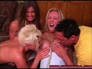 Meninas lésbicas quentes em ação groupsex