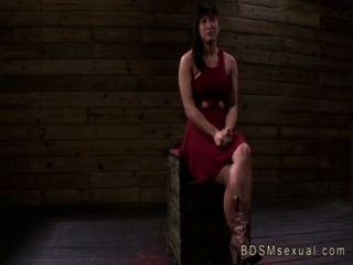 Busty asiático babe mia li acorrentado pussy fodido