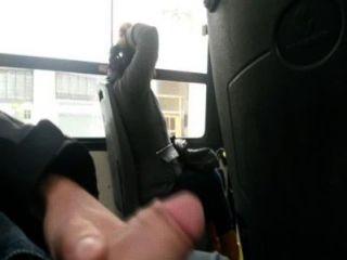 Mostrando mi pene no ônibus