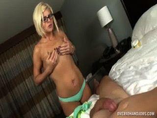 Milf nu com corpo sexy sacode seu marido