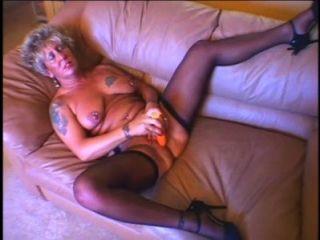 Hot sexy granny masturbates e obter fodido antes de uma grande carga