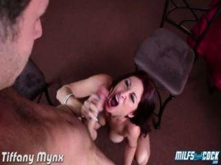 Mynx tiffany peito peito peixando um galo grande
