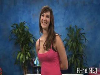 Sexy menina de 18 anos recebe perfurado duro
