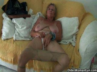Mães pantyhosed e british, uma combinação perfeita