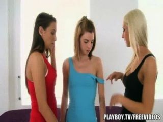 Massagem sexy leva a menina em ação menina