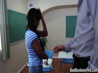 Ébano, estudante, pegado, sneaking, pico, avaliações badbookworms.com