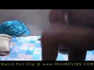 Hosuewife indiano e marido fodendo no quarto