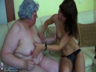 Avó gorda grande com uma menina bonito