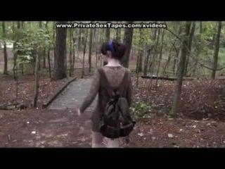 Fodido e cum tiro sua namorada na floresta