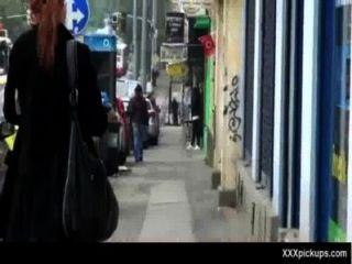 Sexy babes obter pego nas ruas para uma boa foda 33