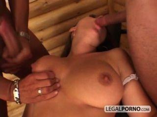 Sexy girl with big tits leva uma corrida facial de duas enormes galos hc 3 02