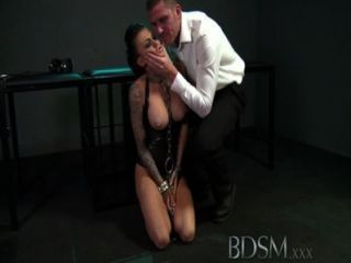 Bdsm xxx grandes breasted subs se acorrentado slapped e fodido