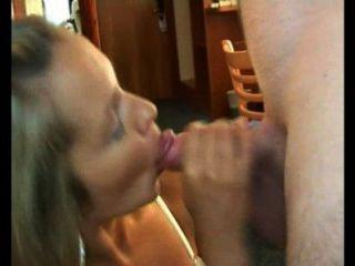 Traindo esposa em ação rápida após o trabalho