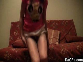 Adolescente russa gosta de mostrar seu rabo na webcam