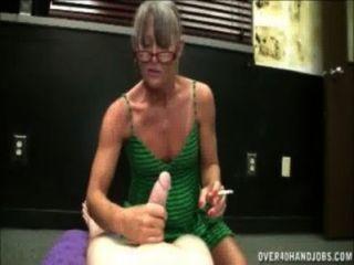 Fumar granny handjob