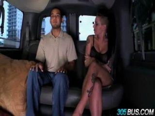 Christy mack fode um casal de caras no 305bus 3,4