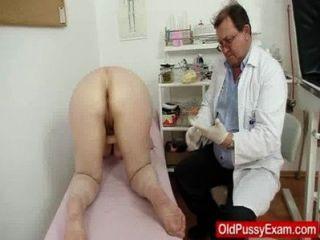 Enema gramático lanoso durante um exame médico