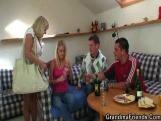 Garotos festas garota loira loira