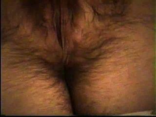 Esposa masturbates seu quente pussy peludo (orgasmo no final)