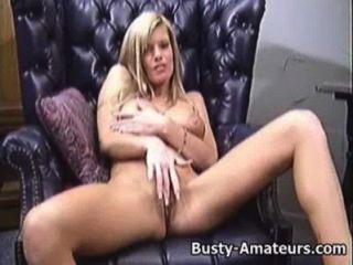 Busty, tera, tocando, seu, bichano, sofá