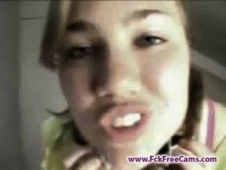 Menina adolescente foi pego conversando em webcam por sua mãe fckfreecams.com