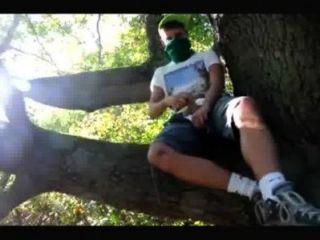 Adolescente gay menino wanked em madeiras