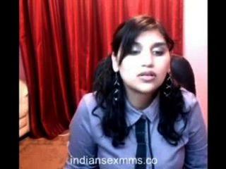 Garota de faculdade quente na webcam vai nu