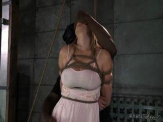 Doce inocente loira amarrada e punida