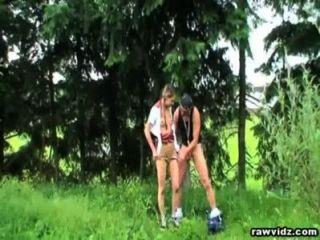 Sexo ao ar livre com adolescente pigtailed