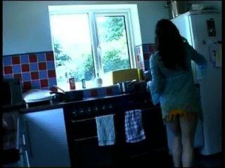 Cozinha mijando garota 2