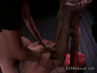 Amarrado com áspero babe corda fodido por seu mestre