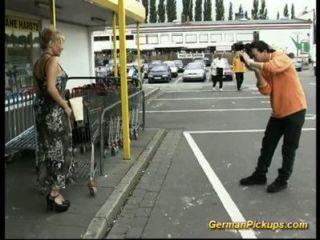 Senhora impotente é pego na loja