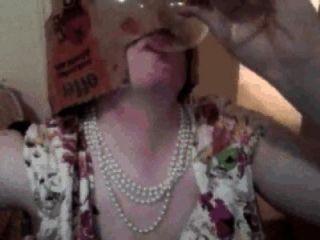 Pixie mulher cumpilation: pixie mulher bebidas cum de vidro, come cum sobre alimentos etc