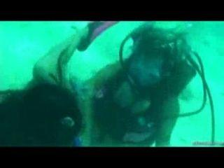 Niki e sexo âmbar do scuba