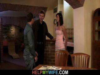 Galo fresco para sua jovem esposa quente