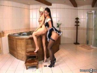 Horny maid come bichano, em seguida, suga dick full hd