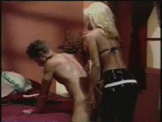Sexo anal jill kelly strapon fode um cara com um vibrador