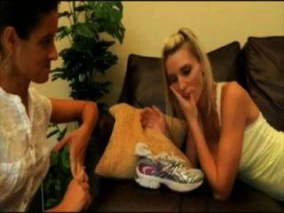 1728831 eles adoram os pés suados