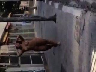 Travesti gostosa nua na rua