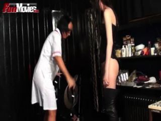 Funmovies escravo masculino recebe uma punição de pénis
