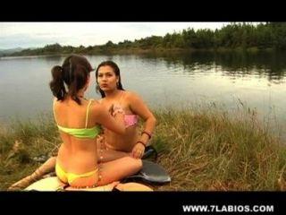 Latinas lésbicas no lago