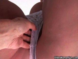 Esposas britânicas amam ficar dedo fodido por estranho