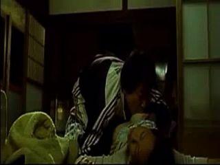 Fodendo mulher asiática enquanto ela dorme