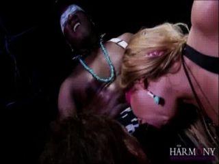 Lexi lowe \u0026 samantha bentley tomar um facial de um galo preto monstro