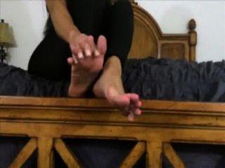 A senhora bonita quer-no adorar e cum em seus pés