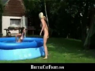 Mulher enganada e loura loira hard catfigting ao ar livre