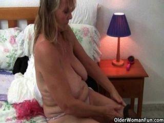 Grannies britânico amor sexo solo em meias e meia-calça