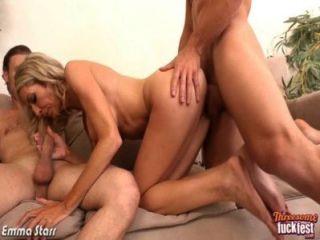 Sexy emma starr pegue dois dicks em threesome