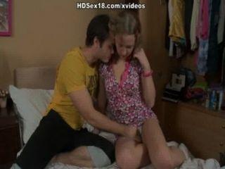 Loira loira fica obtendo seu primeiro porno anal pounding