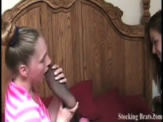 Três colegas de quarto lésbicas com fetiche de pés
